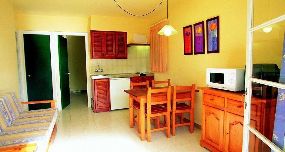 Las Brisas Playa Park Apartment Son Xoriguer